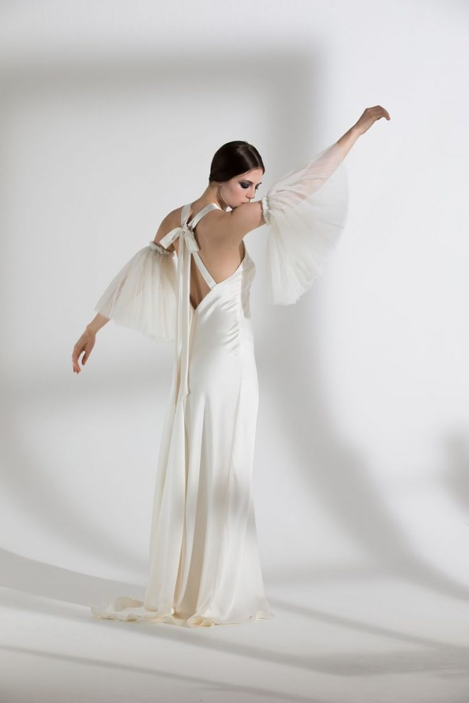 detached sleevers wedding dress